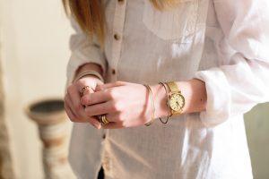 Daphne Signature silver dial gold mesh bracelet